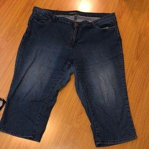 Avenue size 24 cropped/capri jeans